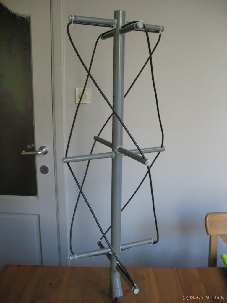 quadrifilar helicoidal antenna photos of pieter 39 s version. Black Bedroom Furniture Sets. Home Design Ideas